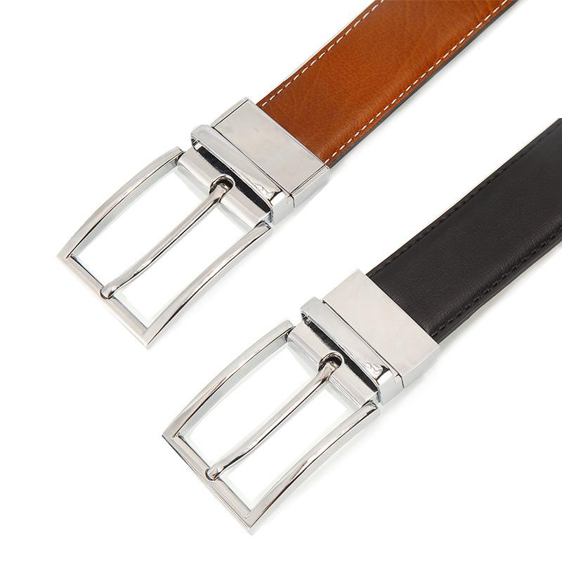 två läderskärp silverspännen